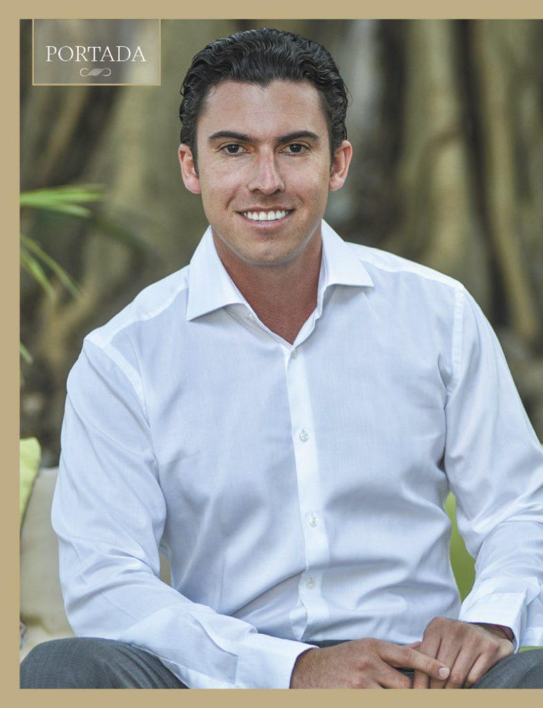 Remberto Estrada, alcalde de Cancún, en la portada de Revista Dos Puntos