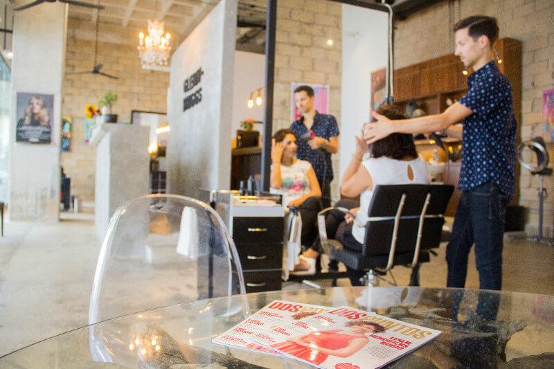 Thomas LeVasseur corta pelo en el Glenn-Briggs Salon Playa del Carmen