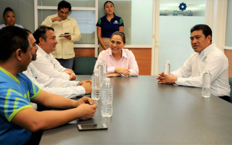 Julio César Tun Álvarez y María Elena Cuxim Suaste presentan proyecto a la Secretaria de Educación y Cultura, Marisol Alamilla Betancourt