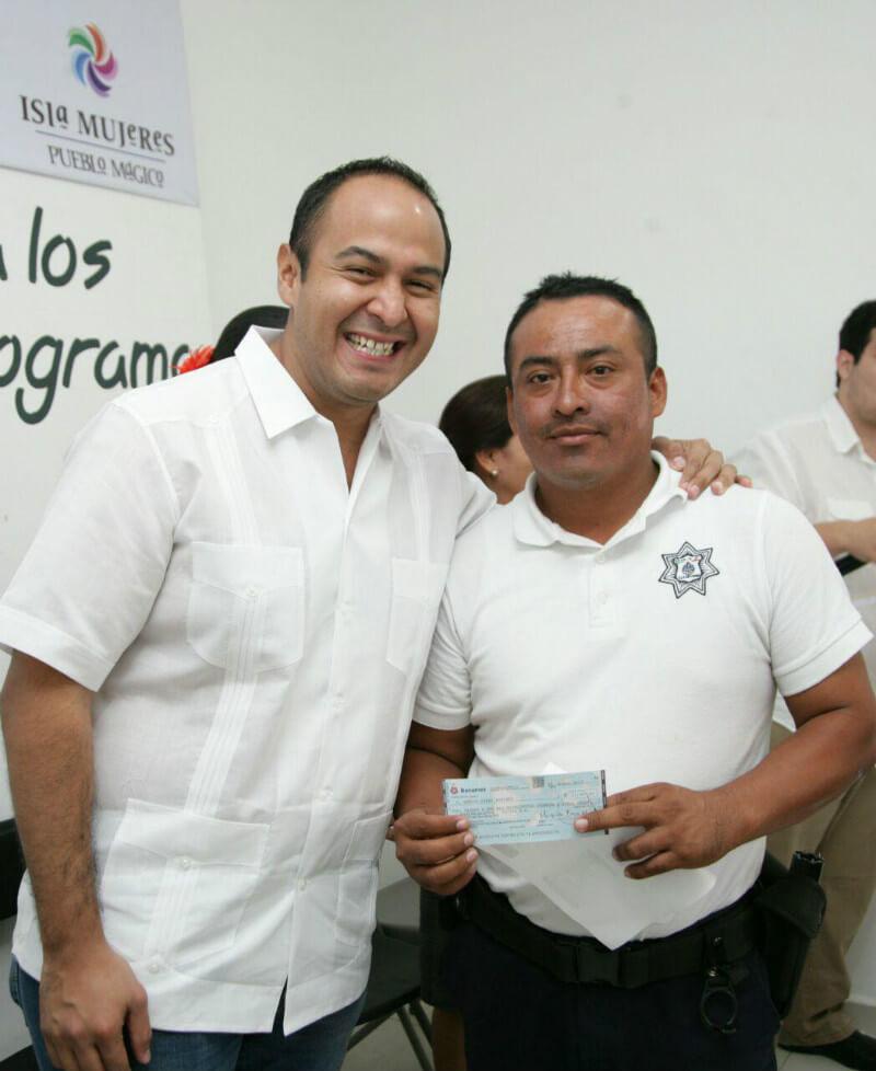 Presidente municipal de Isla Mujeres Juan Carrillo Soberanis y Jaime Alberto Ongay Ortiz, Director de Seguridad Pública y Tránsito Municipal