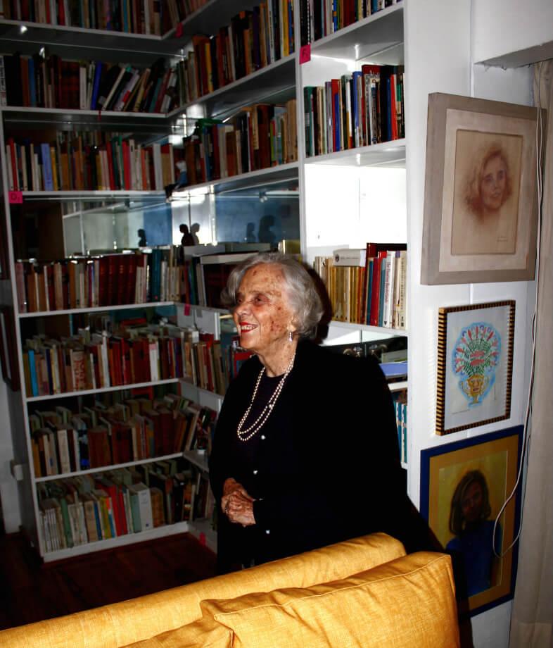 Elena Poniatowska en su casa