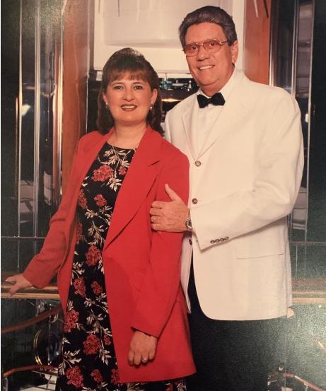 Elbiorn Vega junto a sus esposa, posa para la cámara en Cancún.
