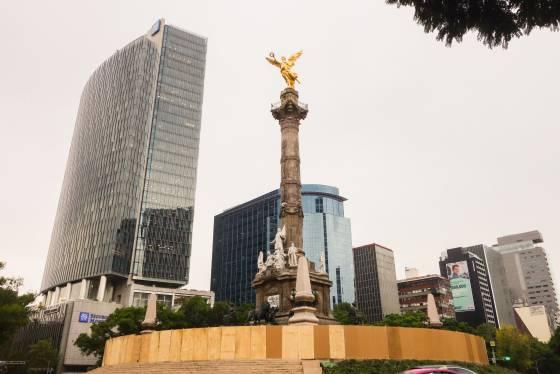 Angel de la independencia en proceso de restauración México