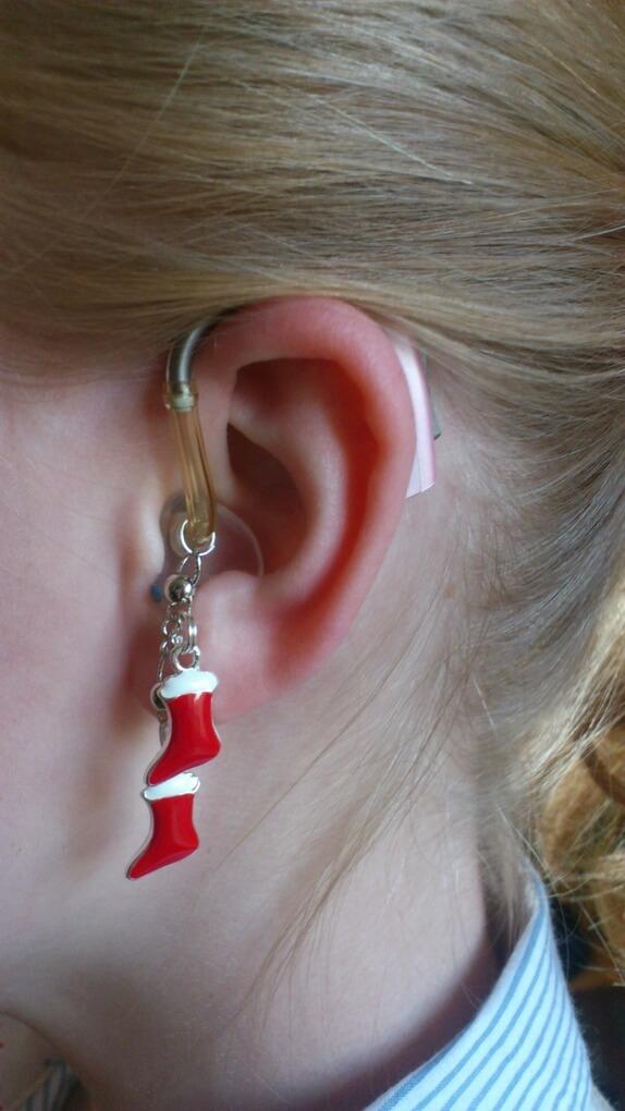 Se decoran los audifonos a medida para todo aquel niño o niña que desee tener un audifono especial.