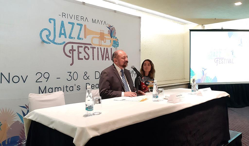 Dario Flota habla en conferencia de prensa.