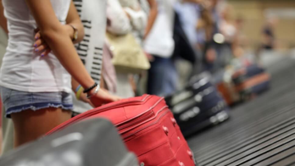 """Por cobrar las primeras maletas como maletas """"extras"""" multan a 5 aerolineas de méxico"""
