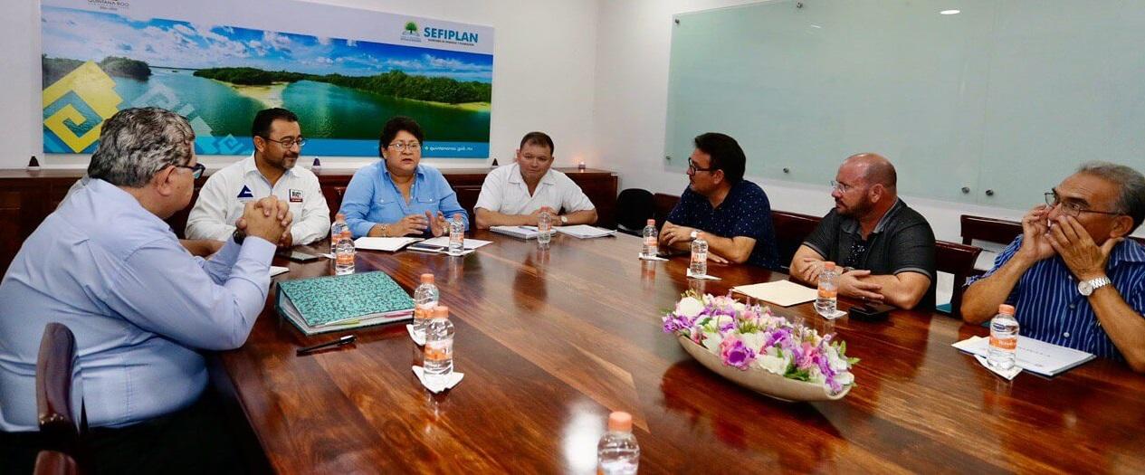 ohanet Torres Muñoz con empresarios de la Cámara Nacional de Comercio Servicios y Turismo de Chetumal- Tulum