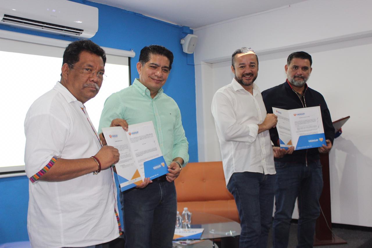 Diputado Hernán Villatoro junto a los rectores de la UNIMAAT