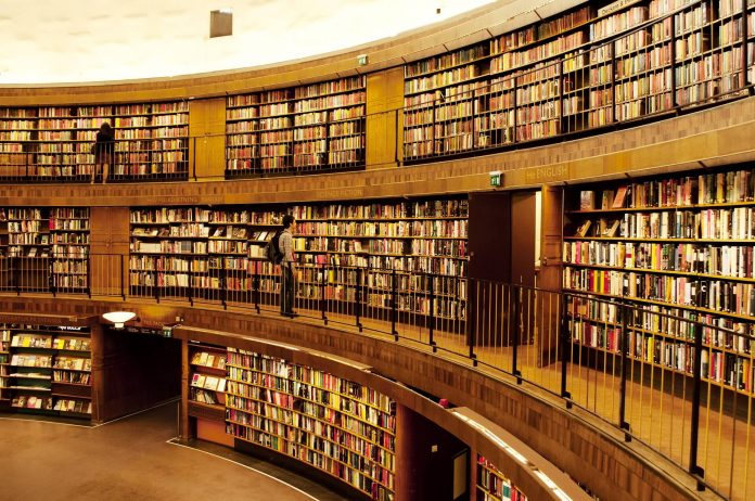 La mayor ventaja de una biblioteca online es que los usuarios que disfrutan de la lectura no se ven obligados a salir de sus casa