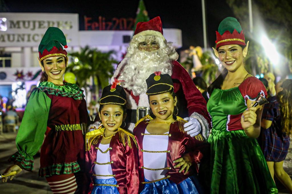 Cientos de personas acudieron al evento navideño realizado por el municipio de Isla Mujeres