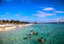 Turistas y lugareños disfrutan de las playas de Isla Mujeres en la primera quincena del 2020