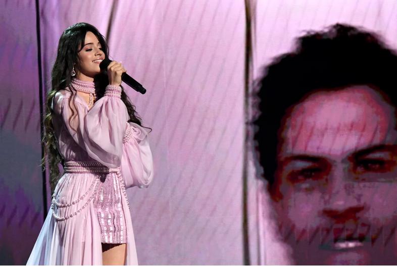 Camila Cabello en los Grammy 2020. (Foto: AFP)