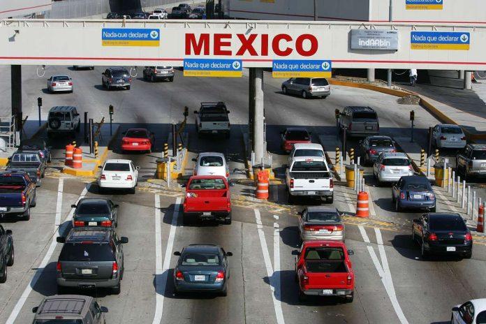 Los gobiernos de EUA y México decidieron cerrar las fronteras a viajes no esenciales