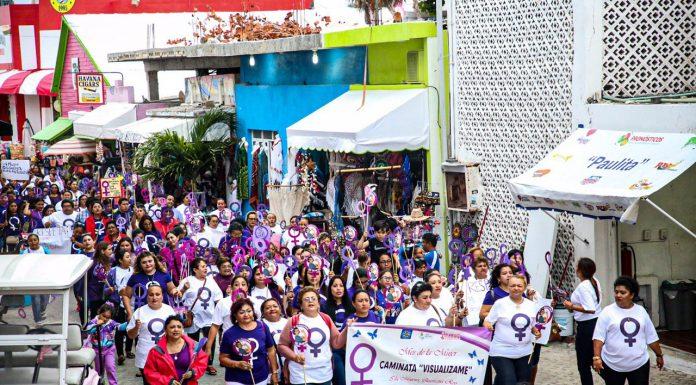 """Decenas de isleños y autoridades municipales realizaron la """"Caminata Visualízame"""""""