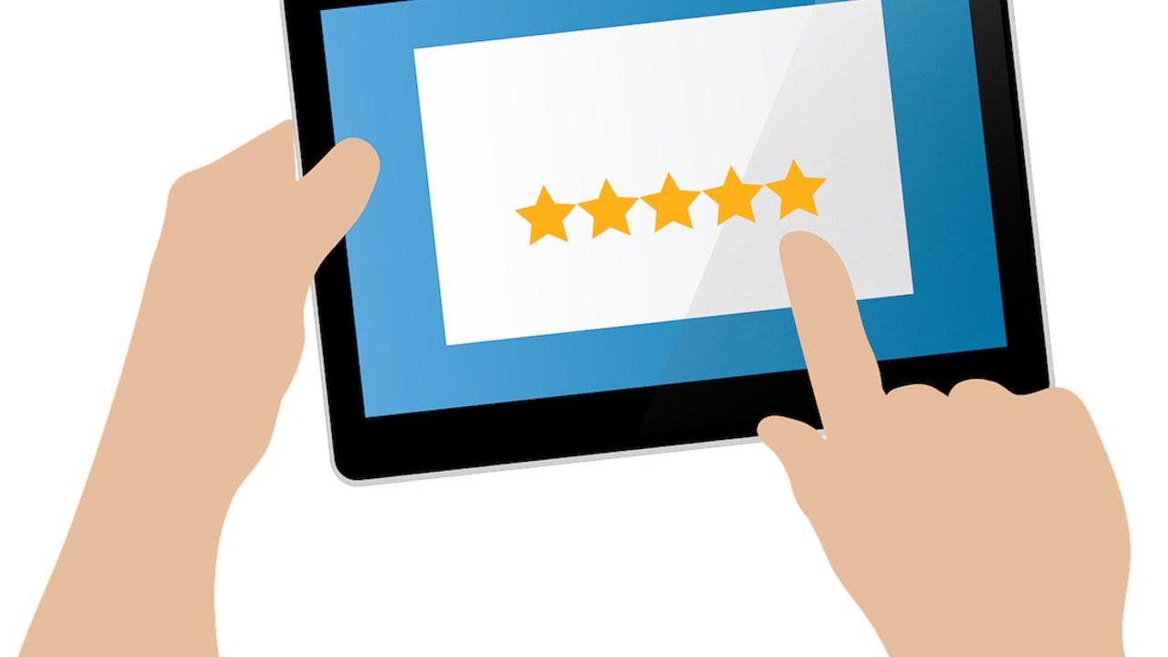 Comentarios positivos y reseñas de cinco estrellas a cambio de artículos o descuentos