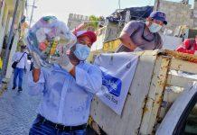 Entre el gob estatal y el municipal ayuntamiento de Isla Mujeres entrega ayuda alimentaria a vecinos de la ínsula