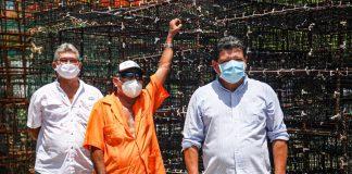 Gobiernos estatal y federal apoyan a pescadores con redes y jaulas langosteras