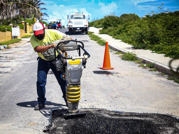 El gobierno encabezadon por Juan Carrillo Soberanis, continúa con el programa permanente de bacheo en todo el municipio.