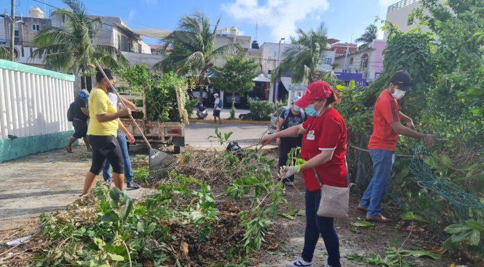 Isleños y funcionarios se reúnen para realizar trabajos de limpieza en la ínsula